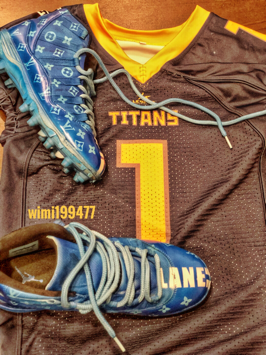 Customized Chinese football jerseys and shoes?
